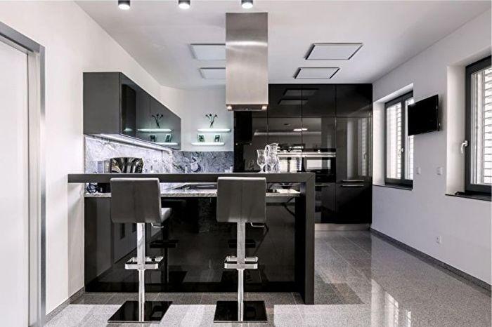Кухня с минималистичным дизайном