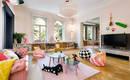 Квартира, полная жизни, умных идей, искусства и красок