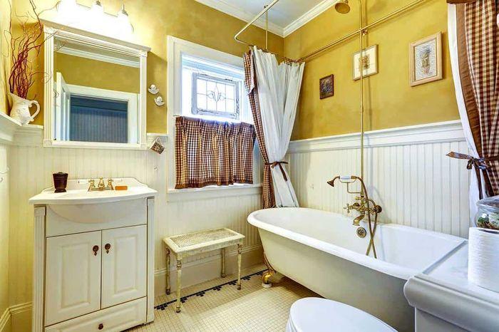 Желтый цвет в ванной
