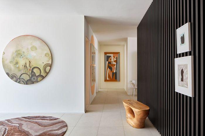 Уютный дом с произведениями искусства