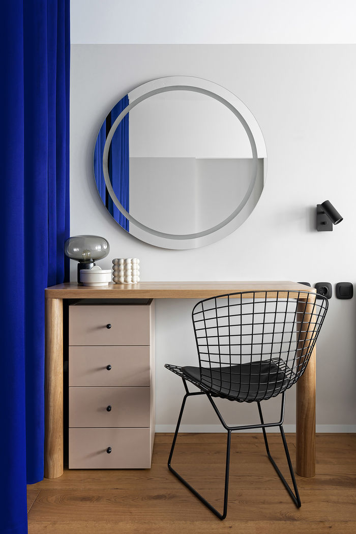 Синие шторы вместо стен
