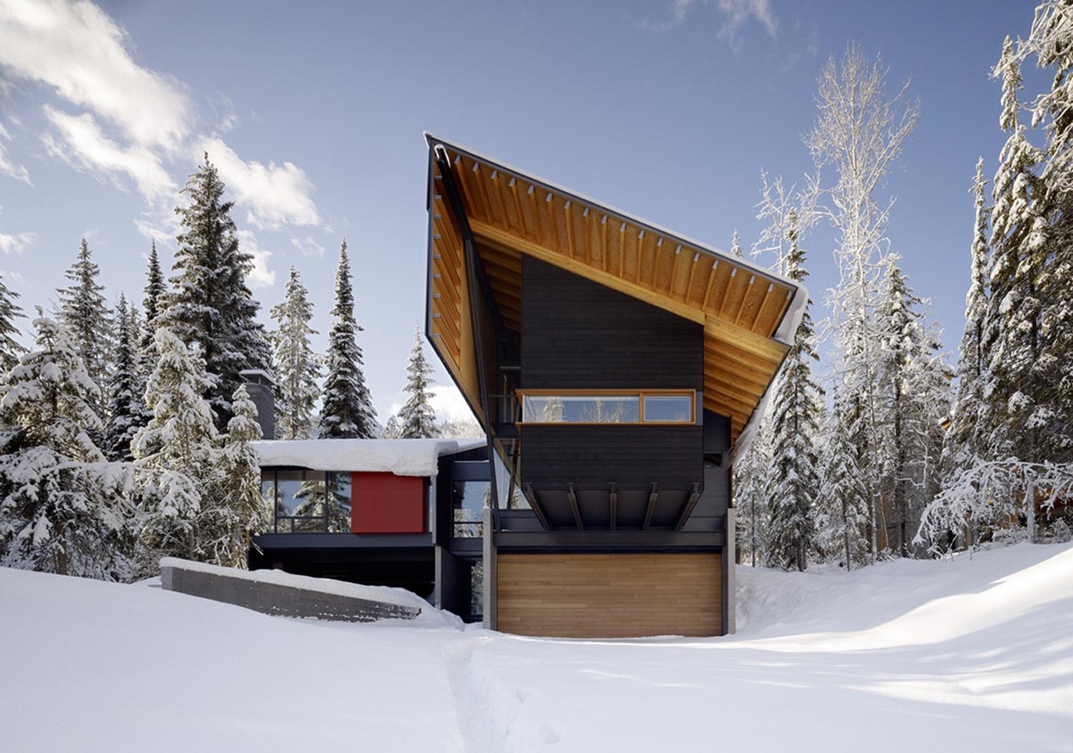 fachada-posterior-de-moderna-casa-dividida-en-dos