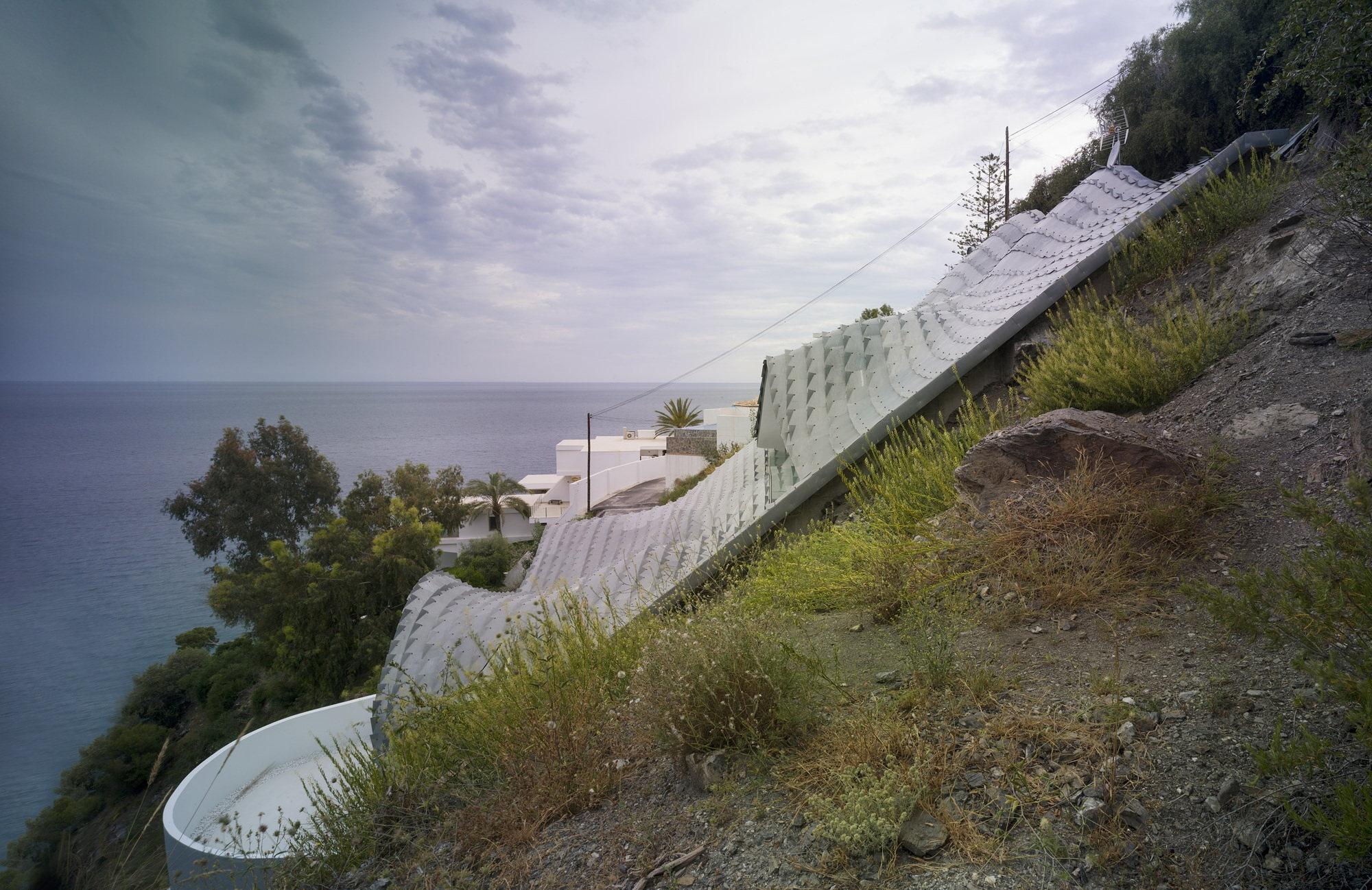 unbelievable-house-on-the-mountain-slope-overlooking-mediterranean-sea-spain-4