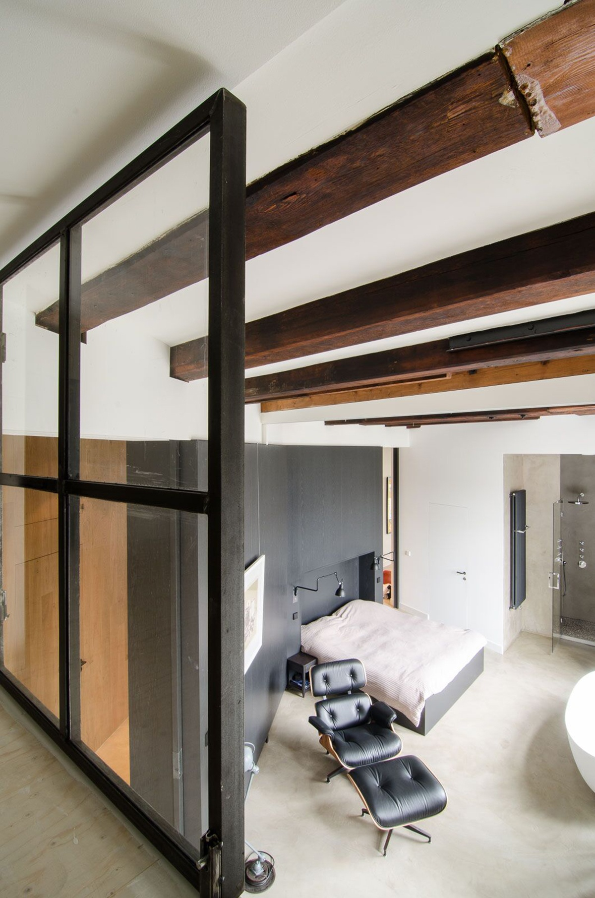 old-sugar-factory-was-converted-into-contemporary-loft-14