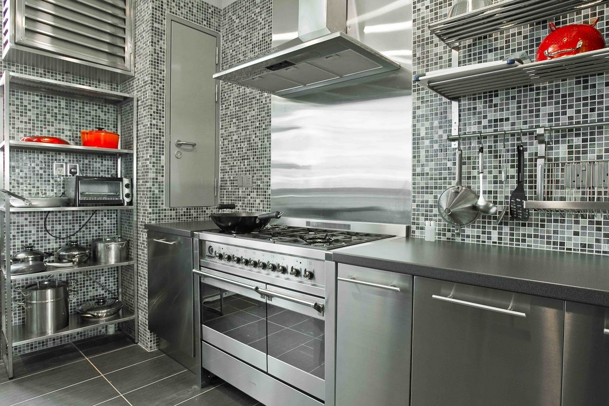 15--silver-grey-kitchen-decoration-using-black-white-glass-mosaic-tile-metal-kitchen-backsplash-including-stainless