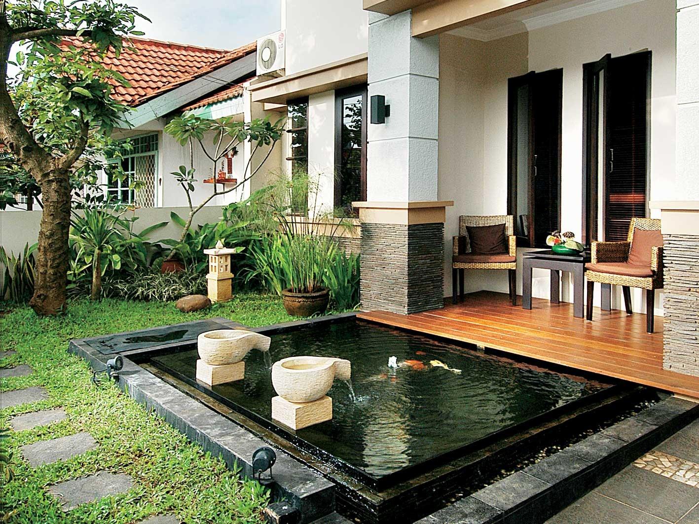 taman_rumah_minimalis_konsep_kolam_depan_rumah