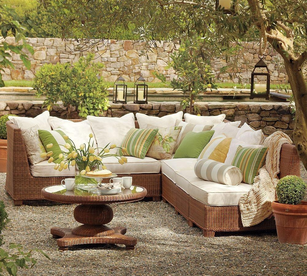 outdoor-wicker-sofa-and-coffe-table-natural-furniture-ideas-with-stripes-pillow-sofa