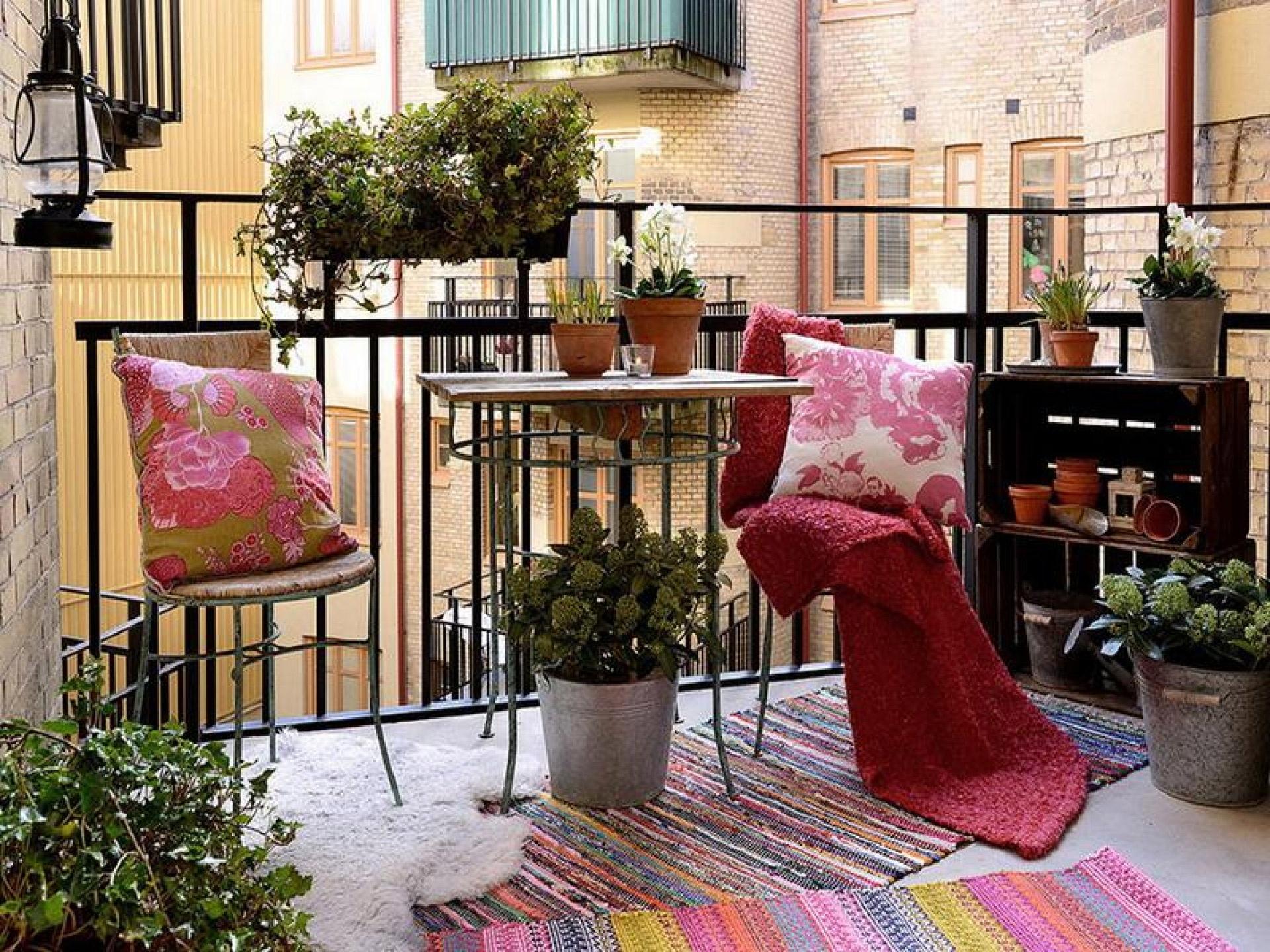 green-balcony-ideas-green-balcony-colorful-apartment-in-