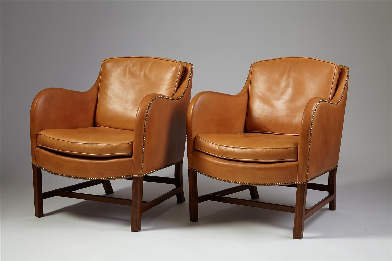 2_2195335_mix-pair-of-armchairs-designed-by-kaare-klint-edva.