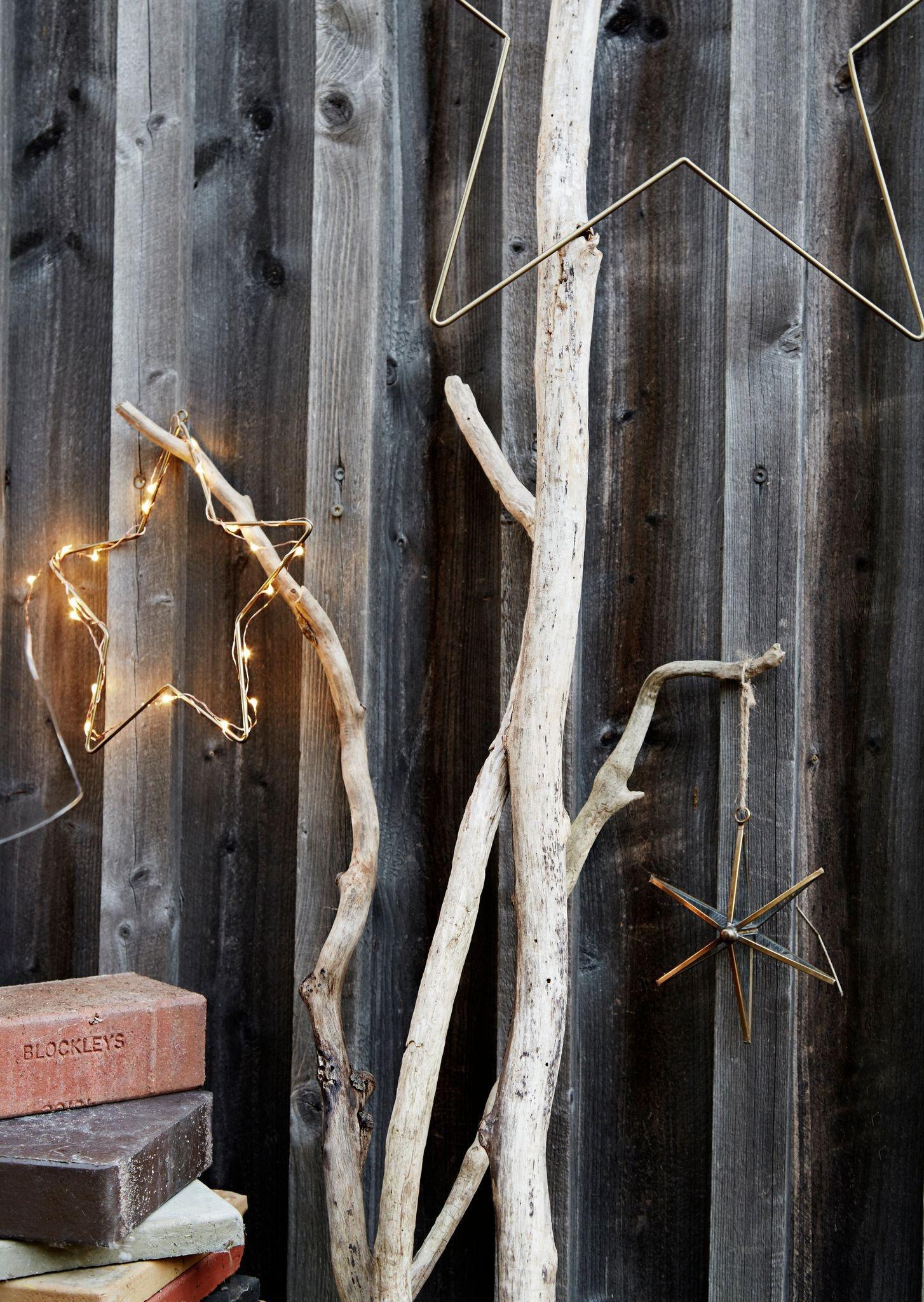 des-etoiles-lumineuses-pour-illuminer-la-facade-de-la-maison-a-l-heure-des-fetes_5745163