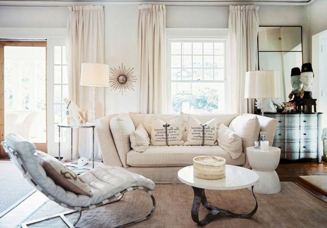 country-living-room-with-cream-sofa-featuring-broken-white-curtains_02