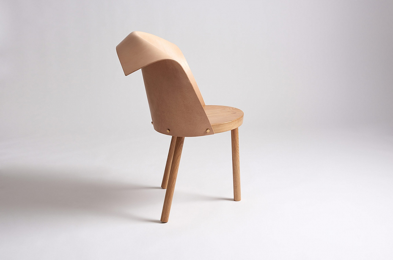 babu-and-clop-chairs-by-toru-gessato-2-1360x902