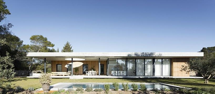 pascual-architecte-maison-0.82-france-designboom-01-818x360_01