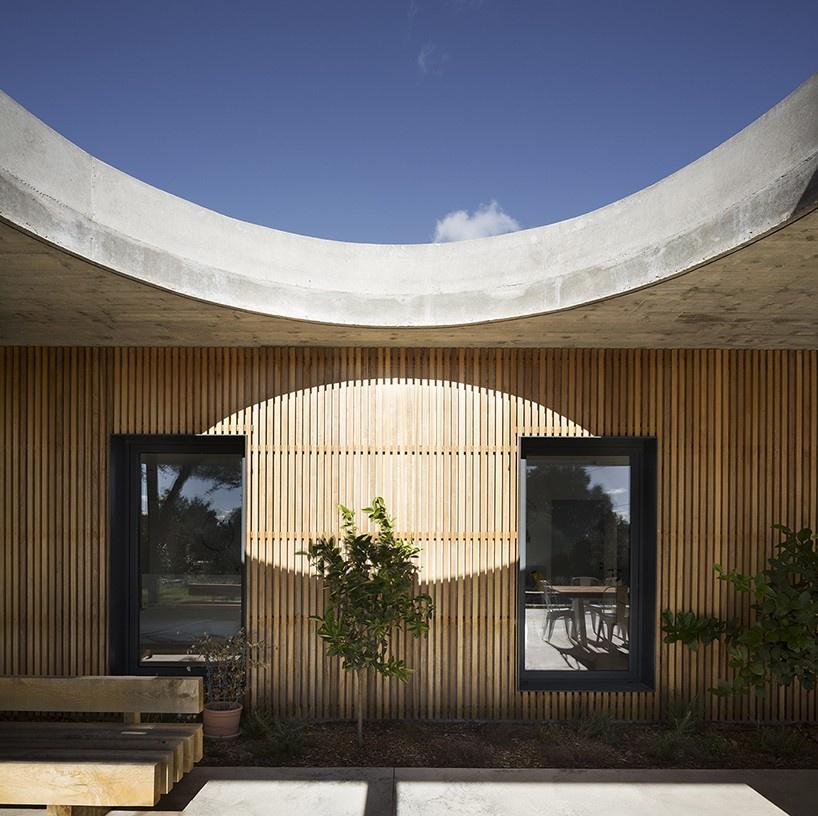 pascual-architecte-maison-0.82-france-designboom-9-818x816_01
