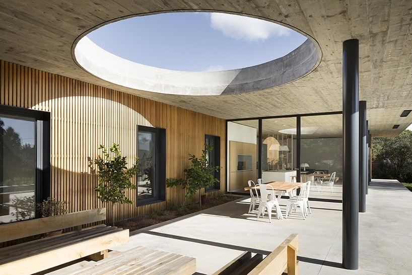 pascual-architecte-maison-0.82-france-designboom-12-818x546