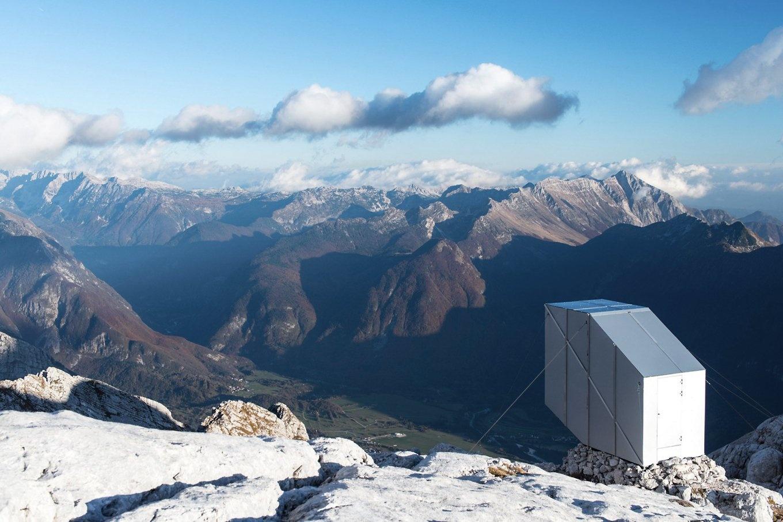 alpine-winter-cabin-by-ofis-arhitekti-15-1360x907