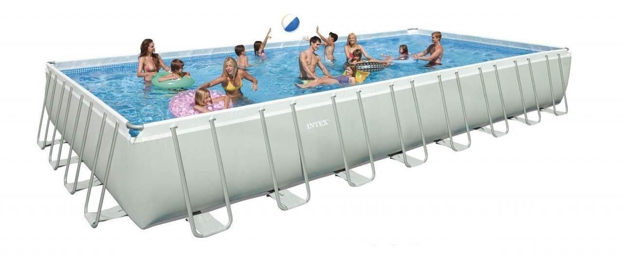 Каркасный вариант самодельного бассейна, заполненный людьми