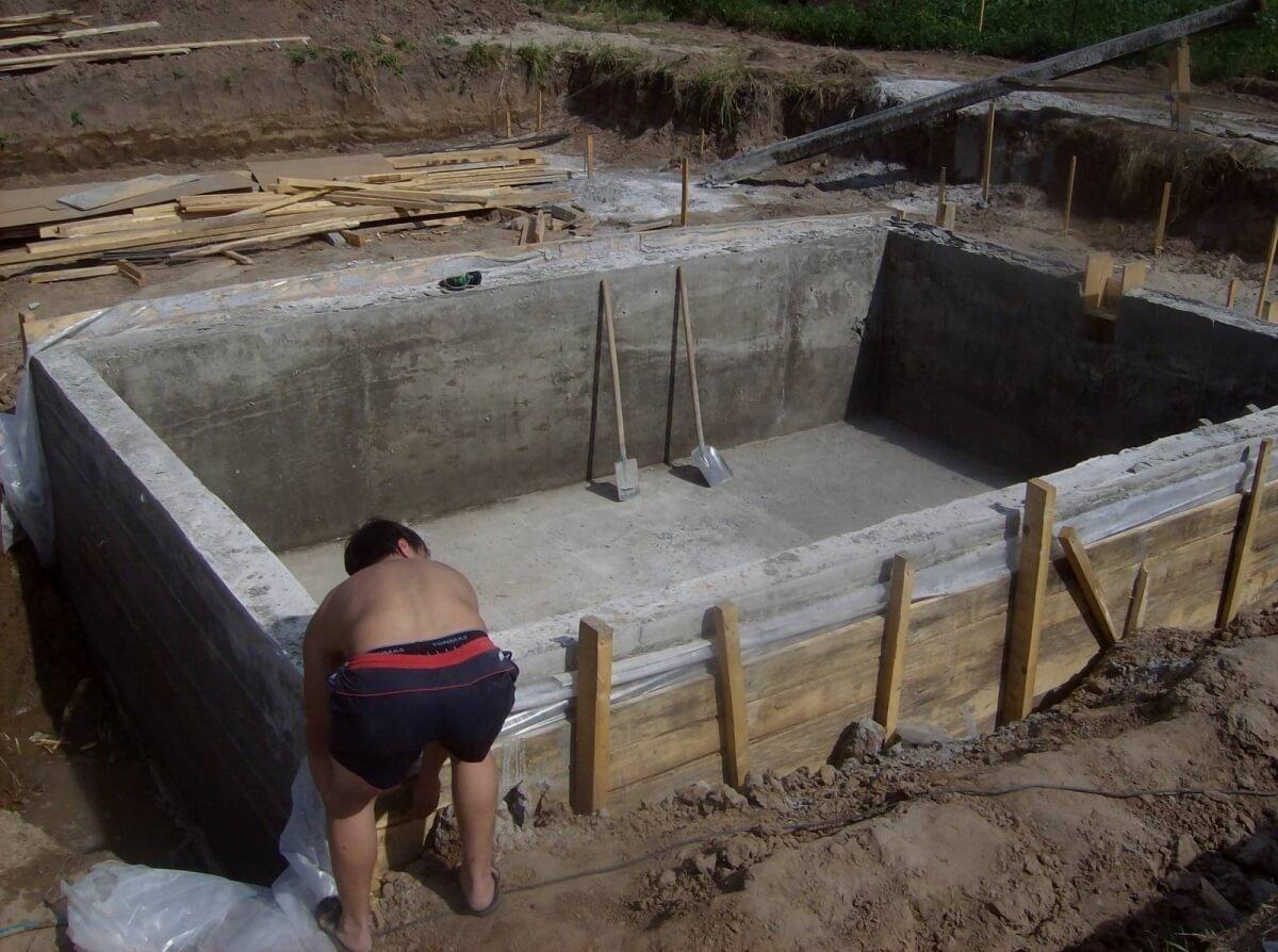 Создание опалубки бассейна на даче 2