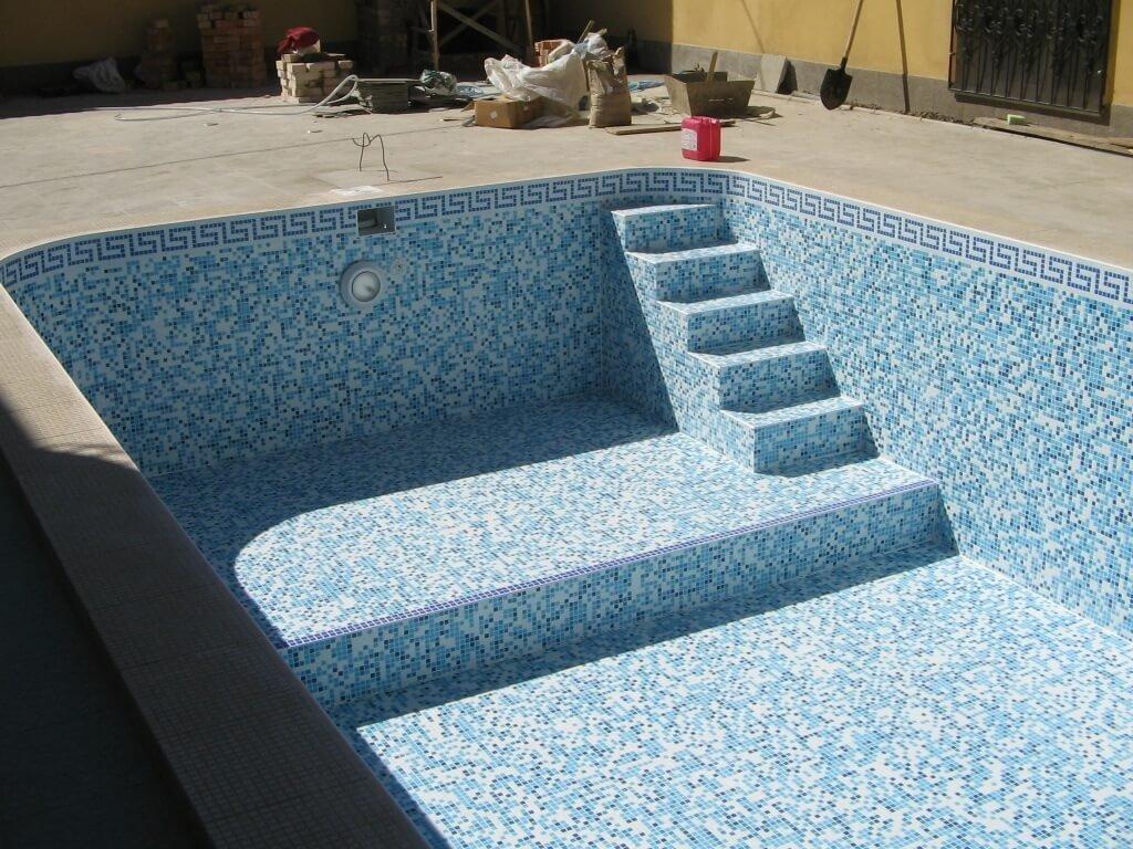 Самостоятельно сделанный котлованный бассейн
