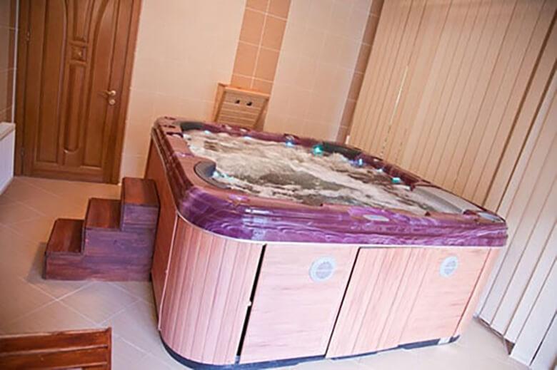 Гидромассажный бассейн в доме