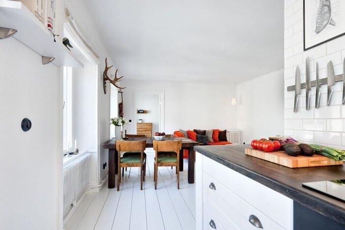 Светлая кухня в полностью белых цветов