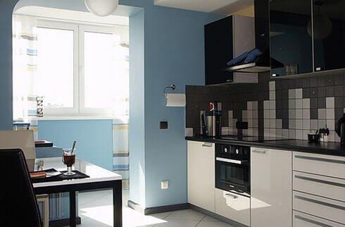 Маленькая кухня, совмещенная с лоджией