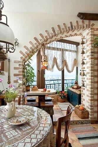 Кухня в стиле кантри с мебелью под старину