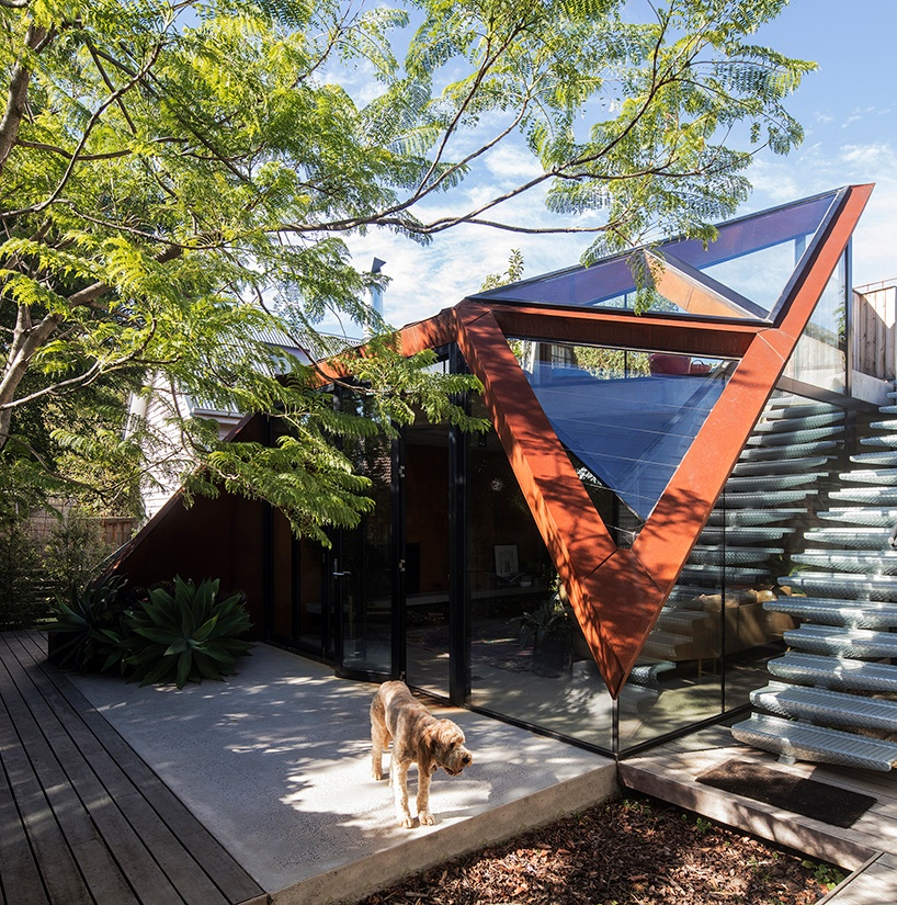damian-rogers-architecture-the-leaf-house-melbourne-designboom-08