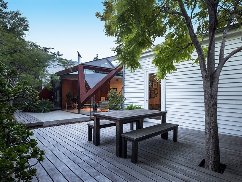 damian-rogers-architecture-the-leaf-house-melbourne-designboom-10