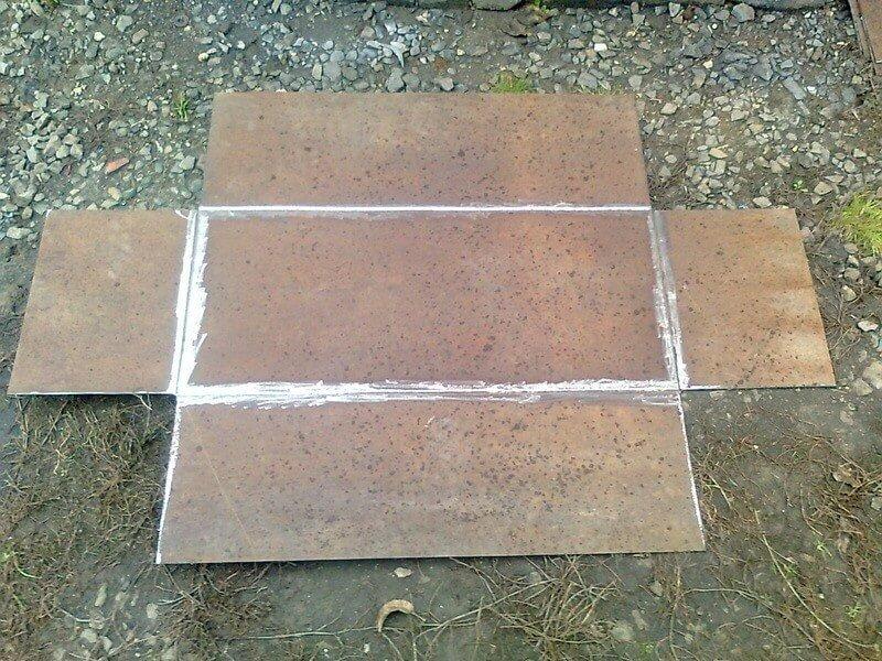 Вырезание боковых стенок металлической коробки