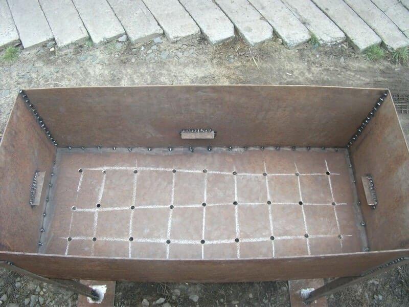 Металлическая коробка для мангала
