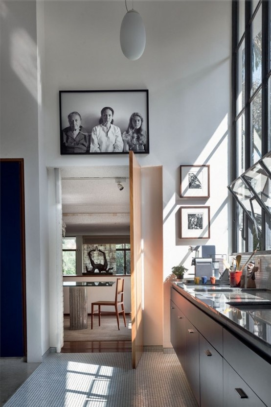 modern-home-filled-with-greenery-wood-and-artworks-7-554x831