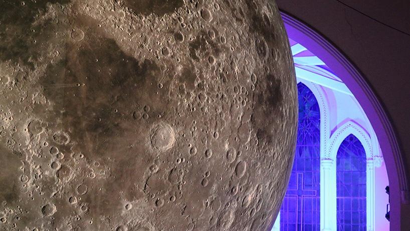 luke-jerram-museum-of-the-moon-06