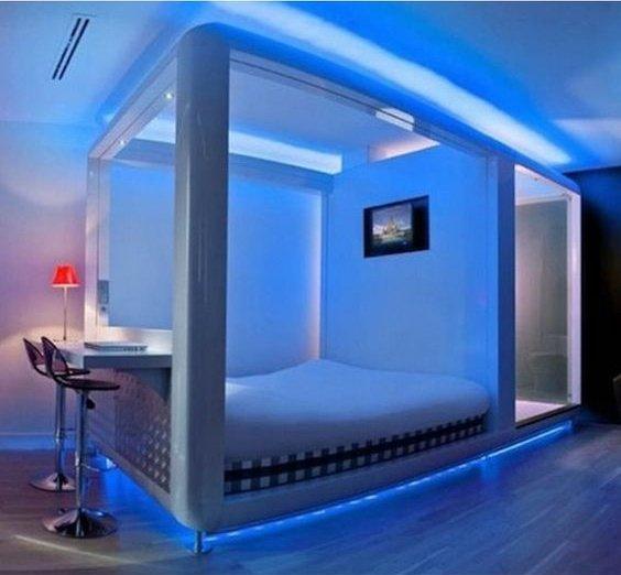 Спальня в стиле хай тек с синим освещением и встроенным телевизором