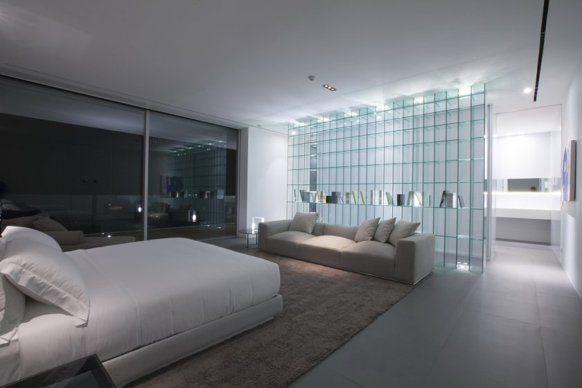 Фото прозрачной перегородки в спальне хай тек