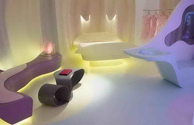 Спальня, которая визуально очень расширилась, за счет оформления
