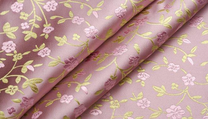 Фото рулонов виниловых обоев на флизелиновой основе сиреневого цвета