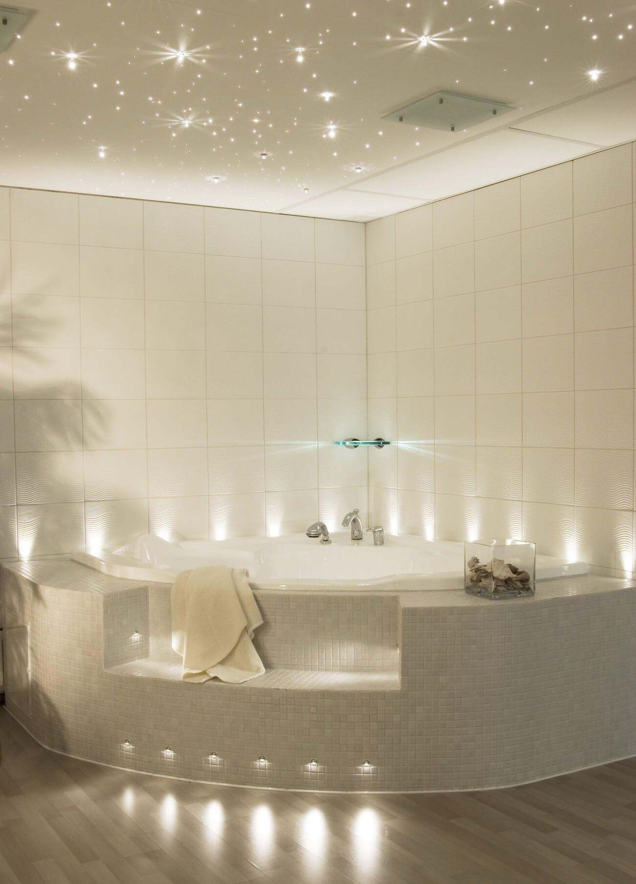 Потолок в ванной в виде звездного неба