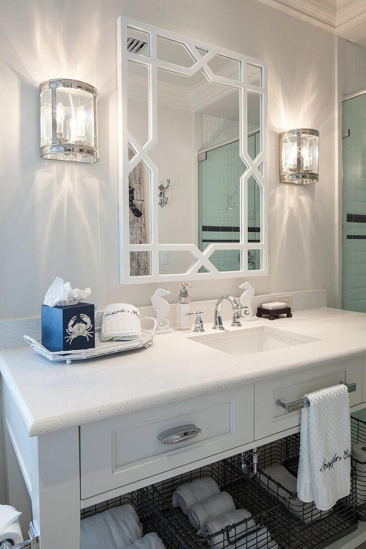 Яркое освещение в ванной белого цвета