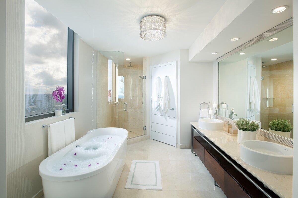 Фото ванной с окном
