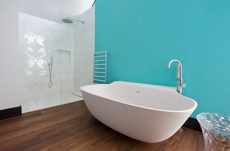 a-refreshing-touch-of-aqua-turns-the-white-standalone-tub-into-a-focal-point