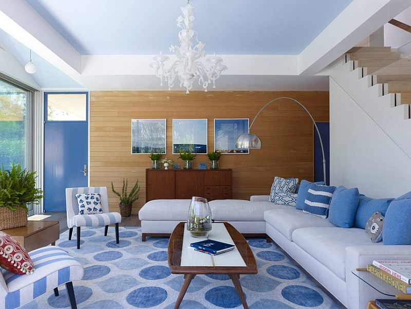 contemporary-living-room-in-blue-and-white-with-a-wooden-accent-wall