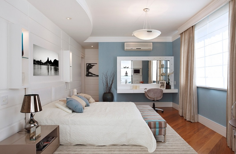 a-balanced-use-of-blue-and-white-in-the-bedroom