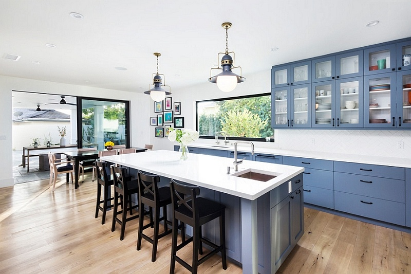 varying-shades-of-blue-along-with-grey-look-great-in-the-kitchen