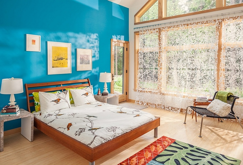 gorgeous-bedroom-in-bahamas-sea-blue-and-white-with-a-bed-linen-that-adds-fun-print
