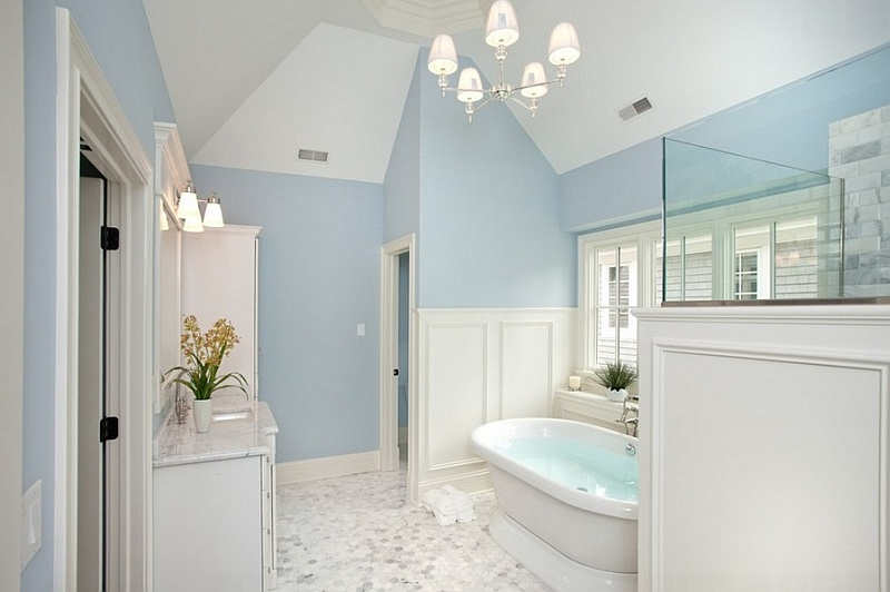 luxurious-traditional-bath-in-blue-and-white