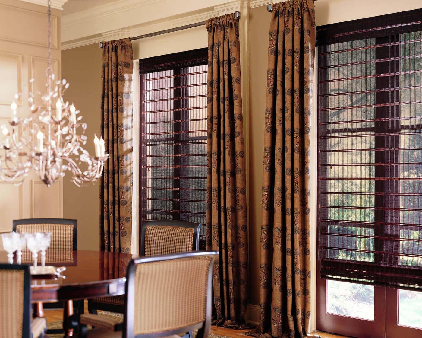 Фото красивых коричневых штор на кухне