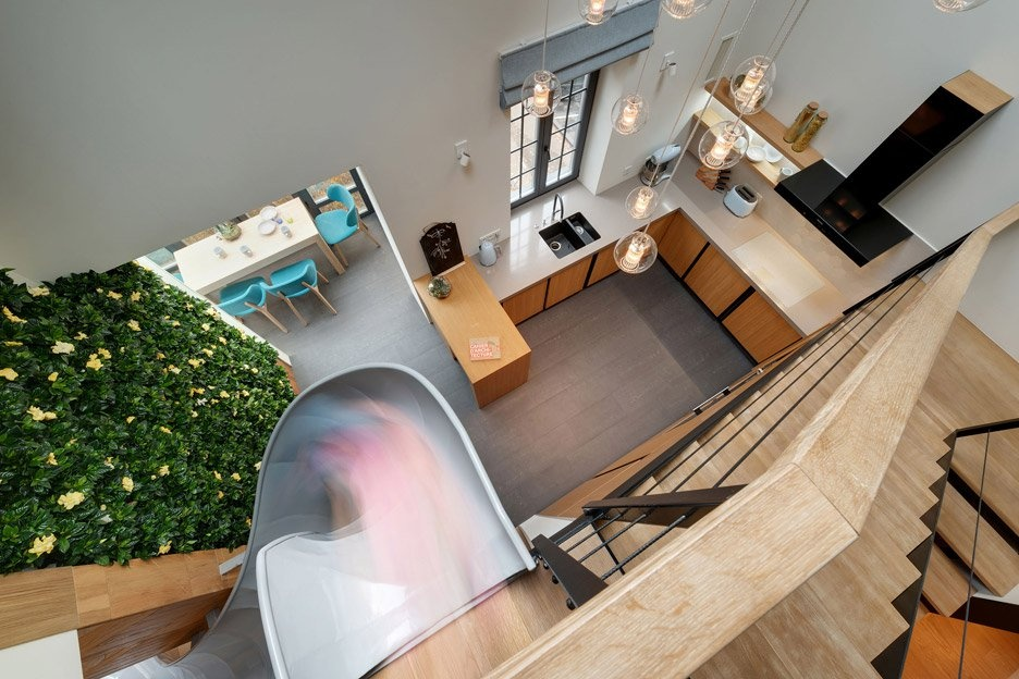 apartment-with-a-slide-by-ki-design-studio_dezeen_936_0
