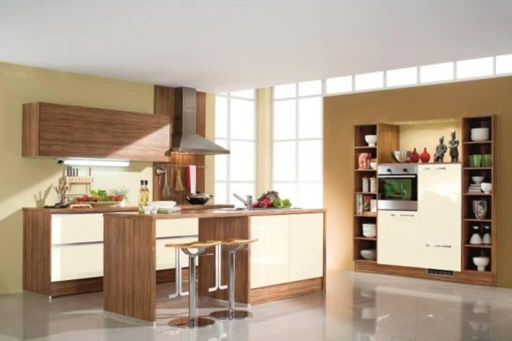 Фото барной стойки на светлой кухне