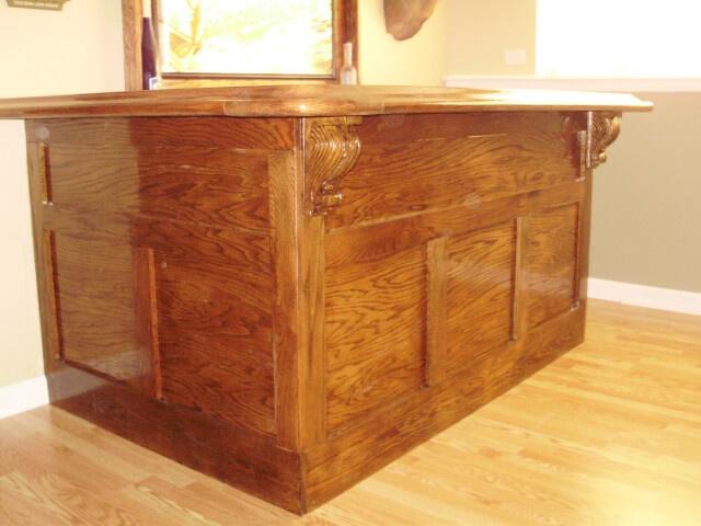 Фото красивой деревянной барной стойки